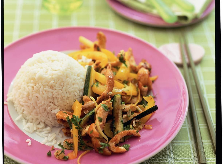 Roergebakken groenten met kipfilet en rijst