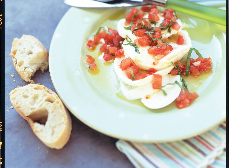 Mozzarella met pittige tomatensaus