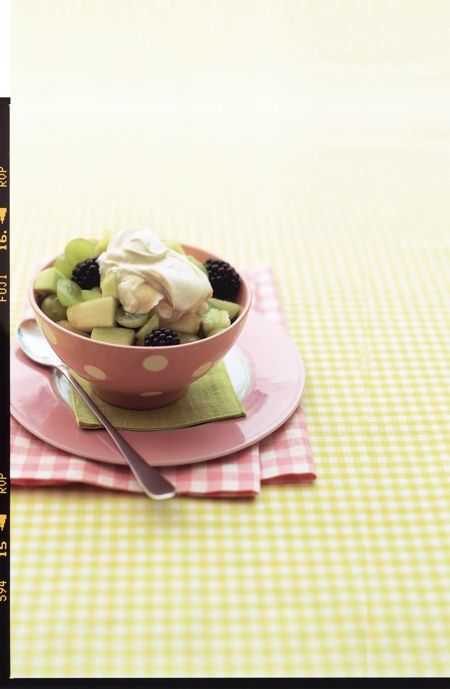 Fruitsalade met honingyoghurt