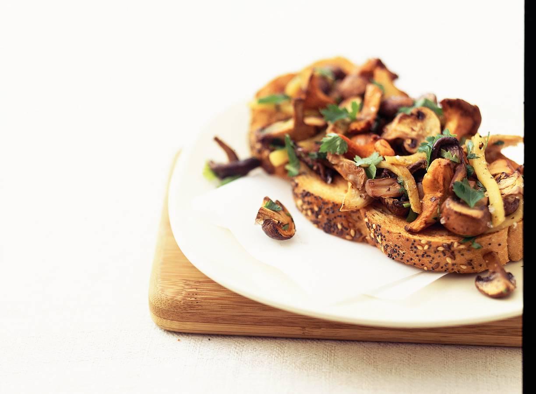 Geroosterd brood metpaddenstoelen