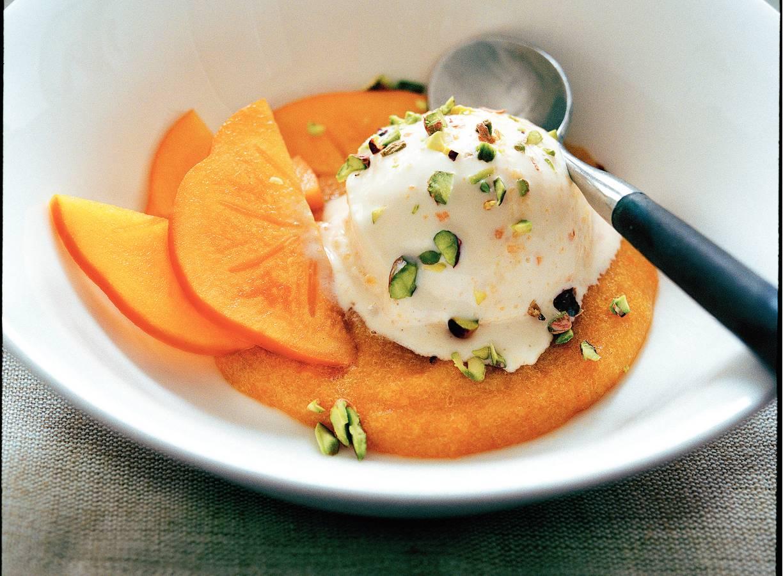Kaki-ijs met honing en yoghurt