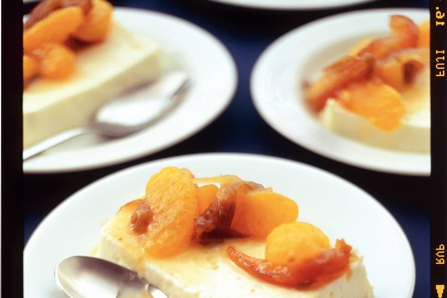 Panna cotta met clementines en dadels