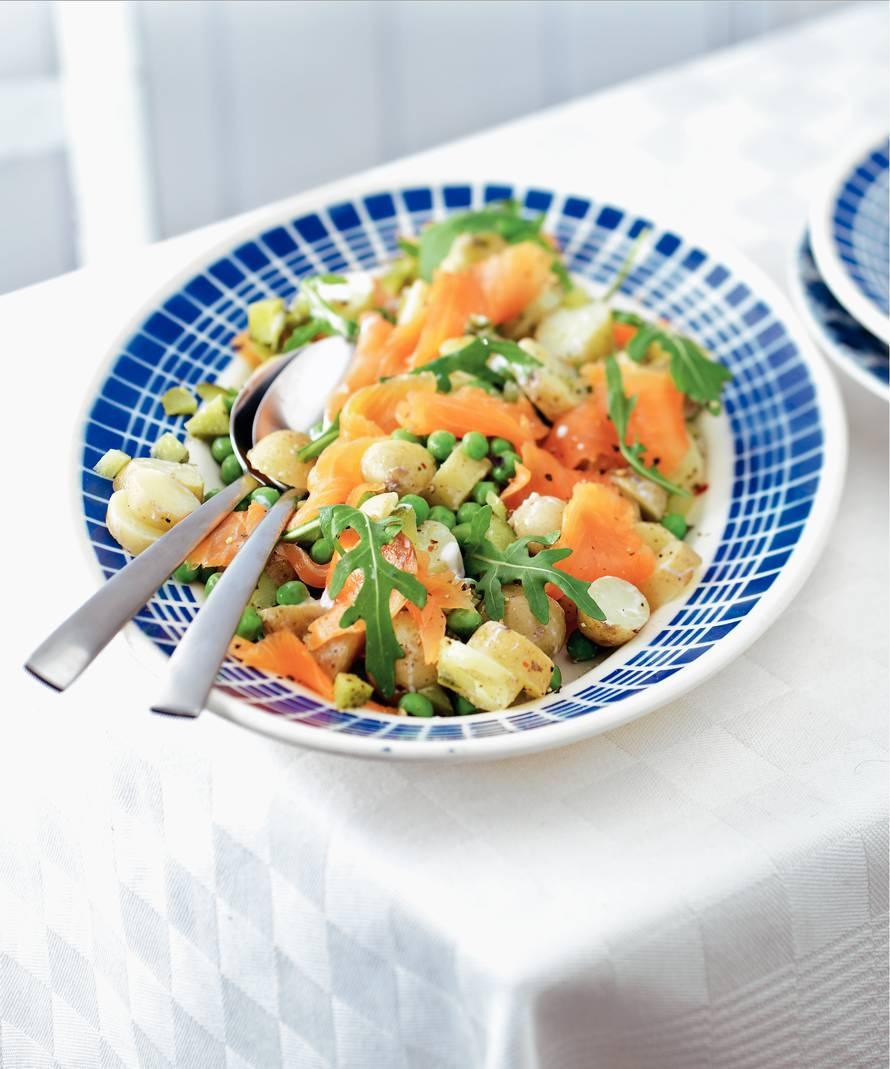 Lauwwarme aardappelsalade met gerookte zalm