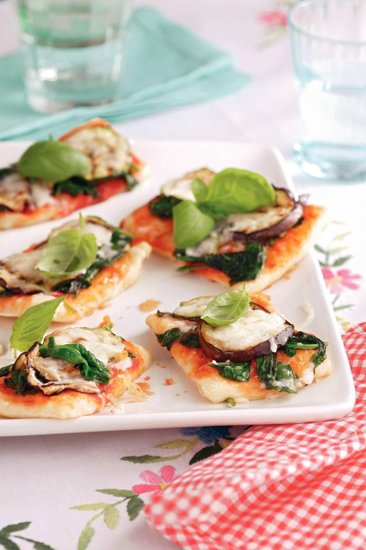 Minipizza met gegrilde groenten vegetarisch
