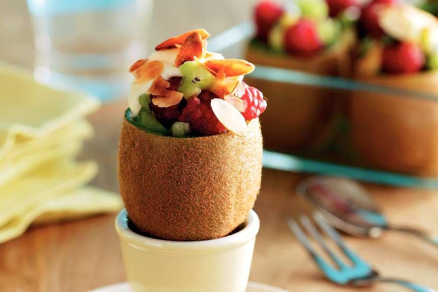 Kiwi's met fruitsalade en vanillekwark
