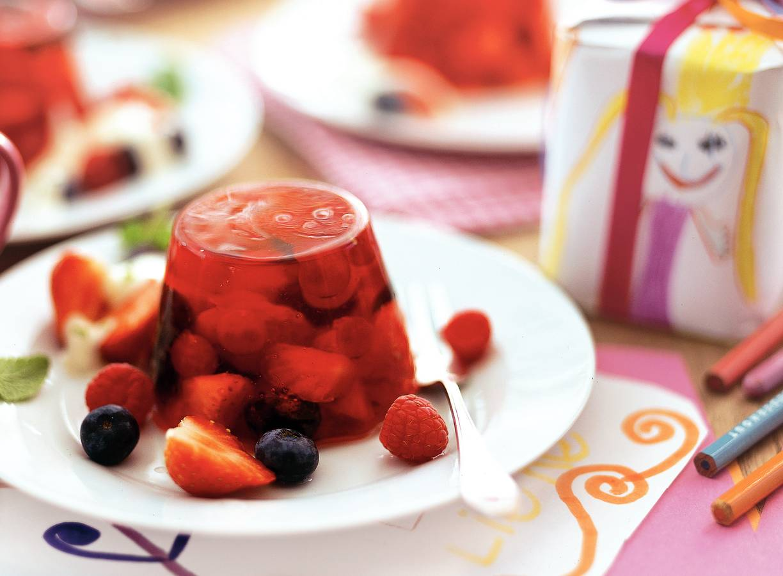 Puddinkjes van aardbeien en limoenroom