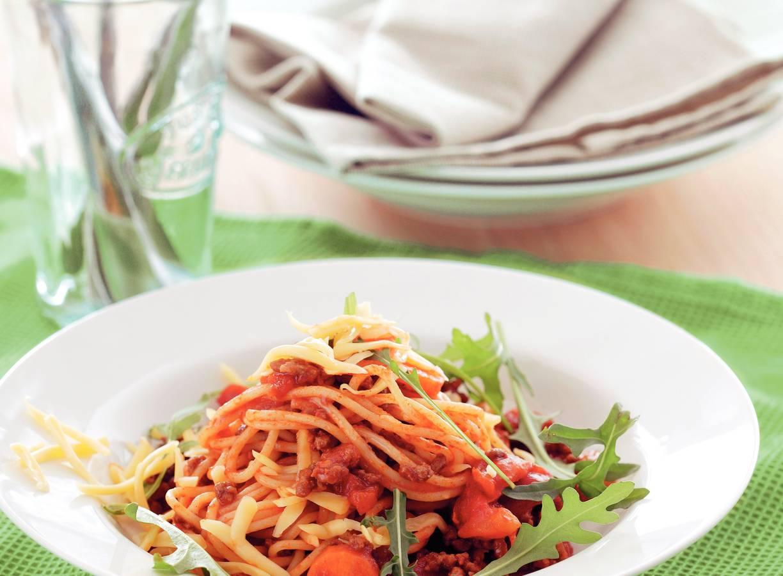 Light spaghetti bolognese