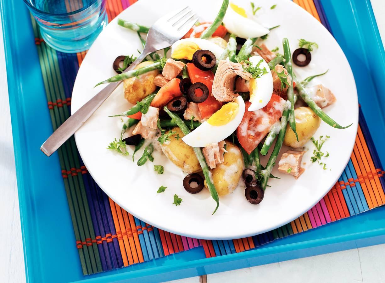 Mediterrane tonijnsalade met boontjes en olijven