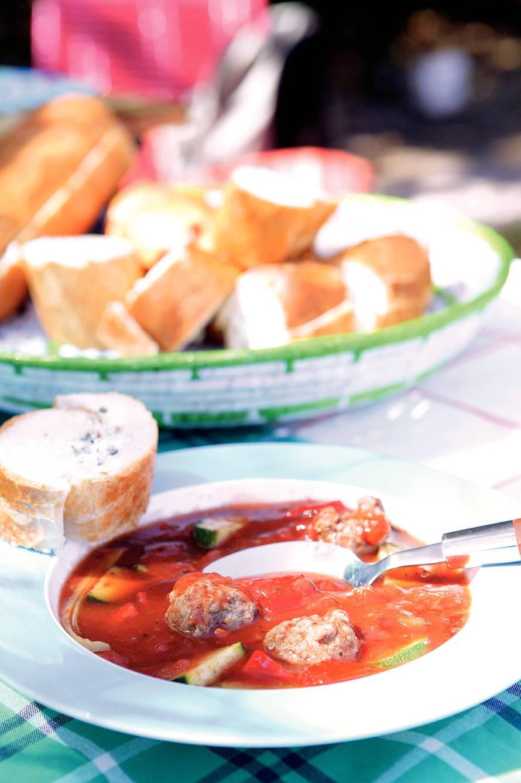 Tomatensoep met kruidenricottarepen