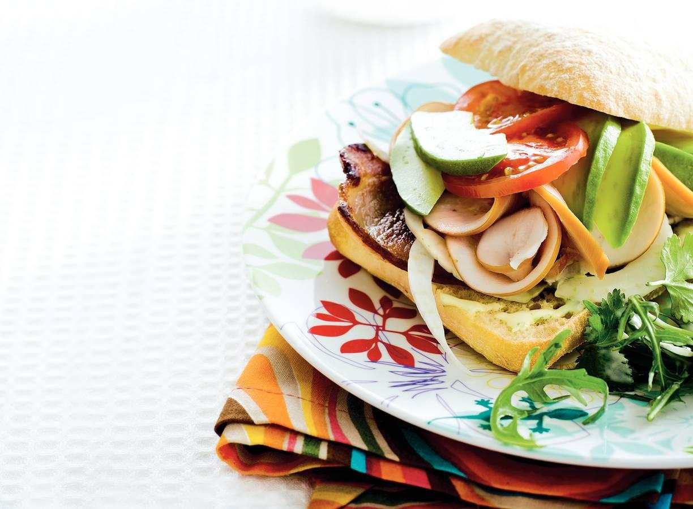 Gegrilde kip-avocadosandwich