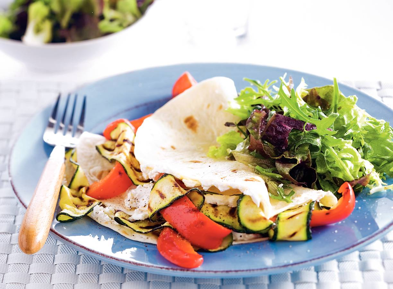 Tortilla met geitenkaas en gegrilde groenten