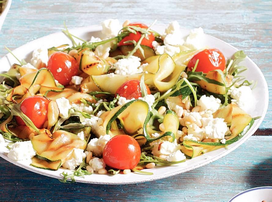 Mediterrane courgettesalade met witte kaas