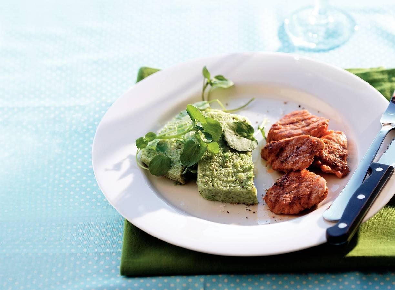 Broccoliterrine met yoghurt en gegrilde varkenshaas