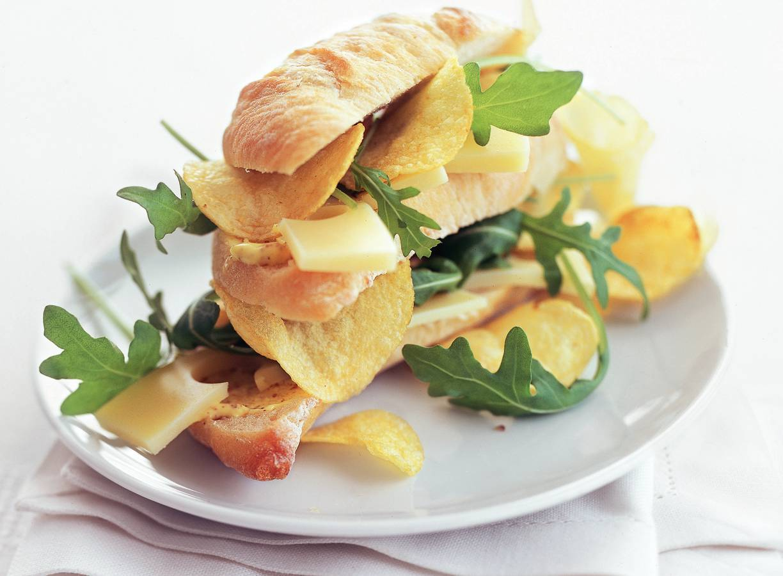 Dubbeldekker met kaas en chips