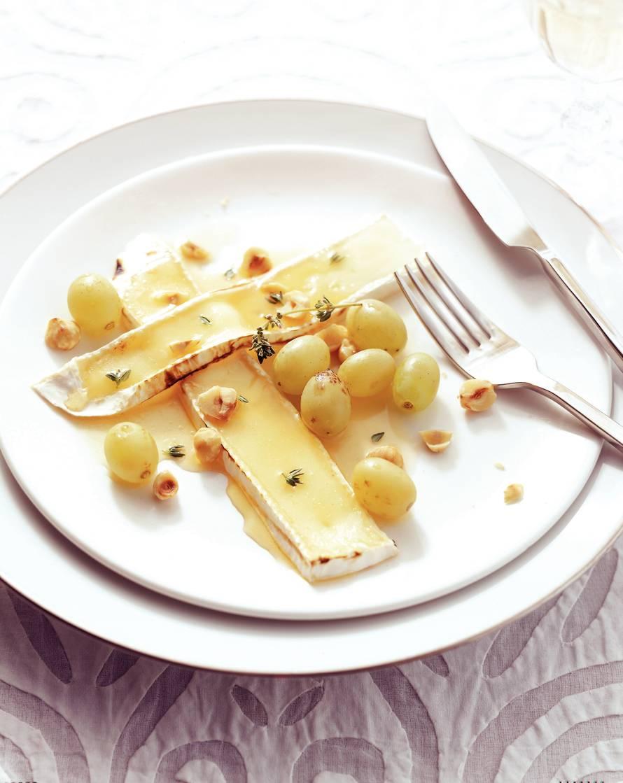Brie met tijmhoning en druiven