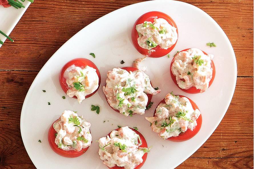 gevulde tomaten met garnaaltjes - recept - allerhande - albert heijn