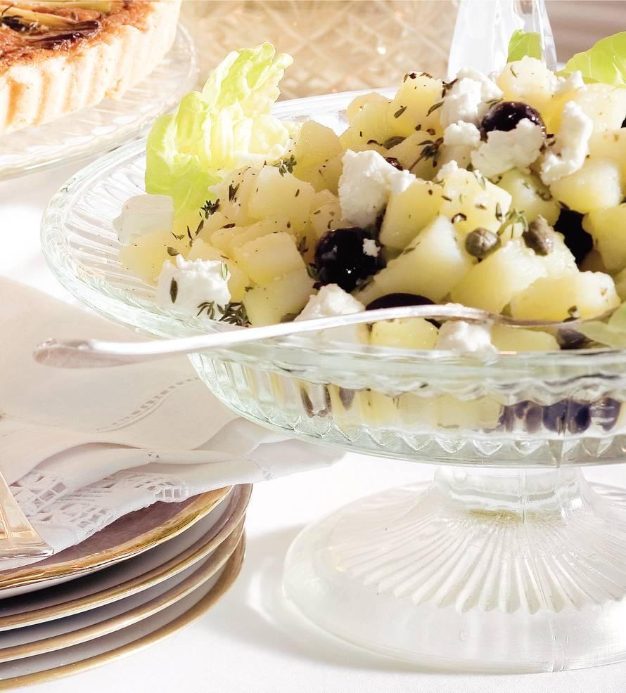 Griekse aardappelsalade met olijven & witte kaas