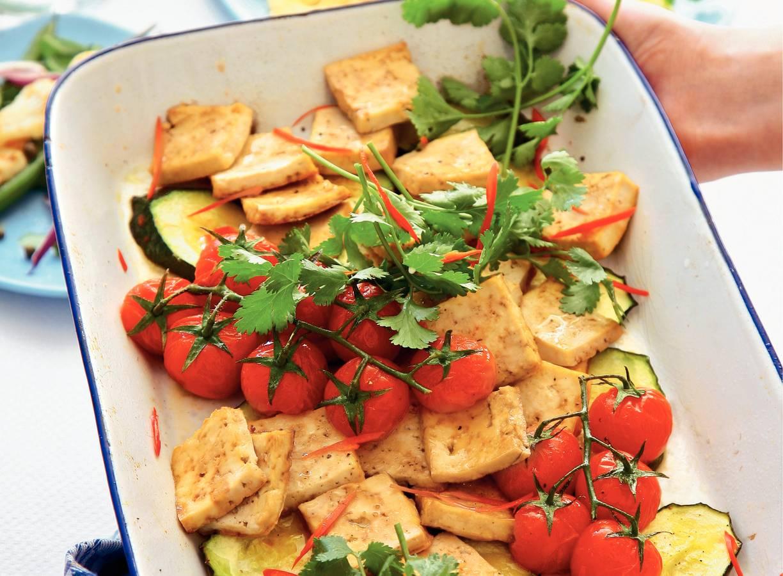 Tofu met courgette en koriander