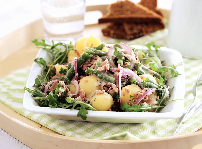 Aardappelsalade met tonijn en sperziebonen