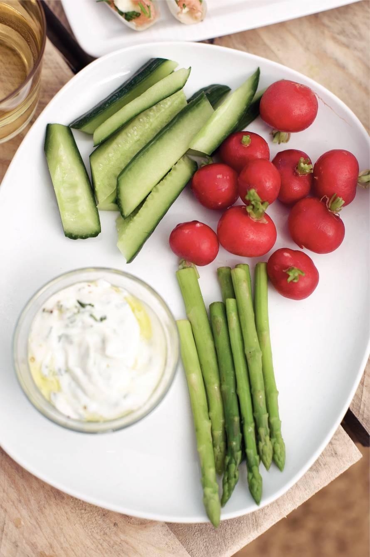 Verse groenten met korianderdip