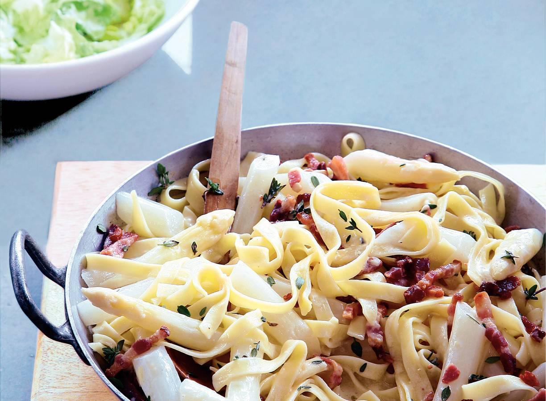 Tagliatelle met asperges en spekjes