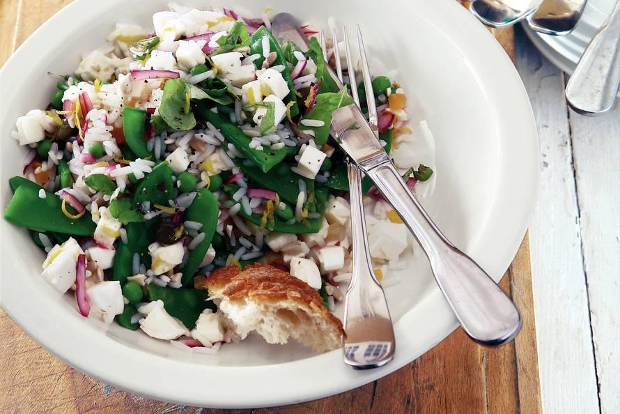 Vegetarische rijstsalade met mozzarella