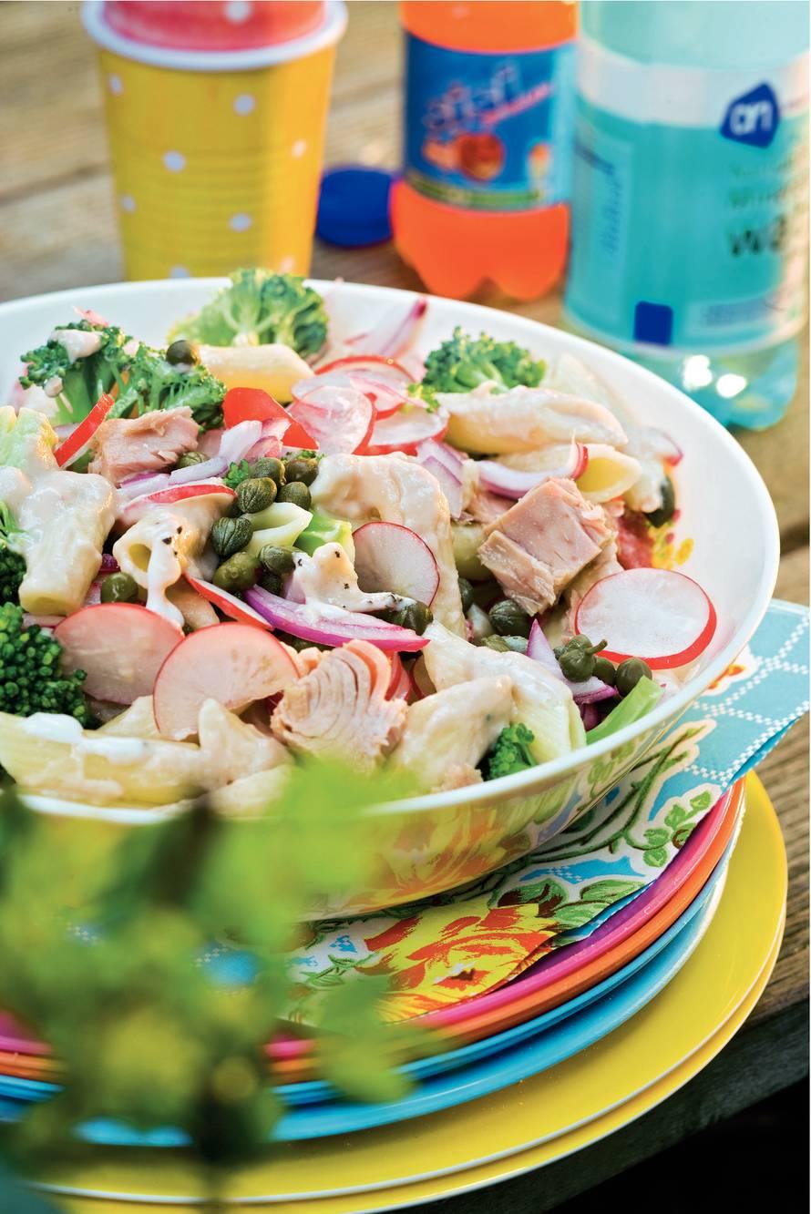 Pastasalade met tonijn en radijs
