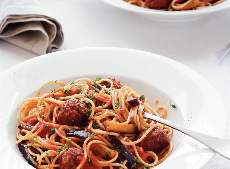 Spaghetti met tomaten-auberginesaus