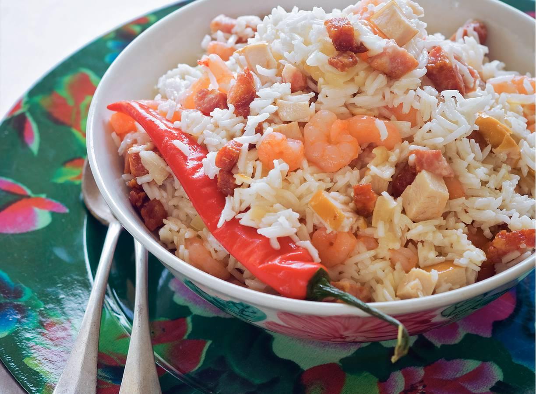 Rijstschotel met garnalen en kip
