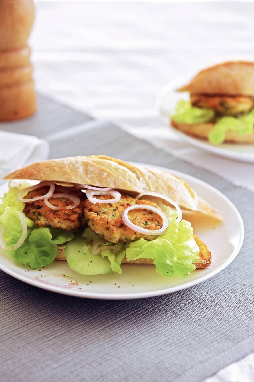Kip-komkommerburger