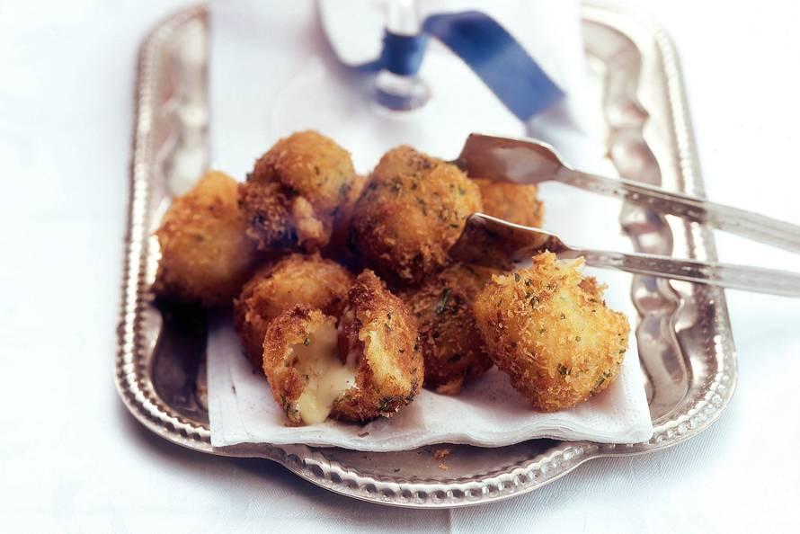 Gefrituurde mozzarella met amandel