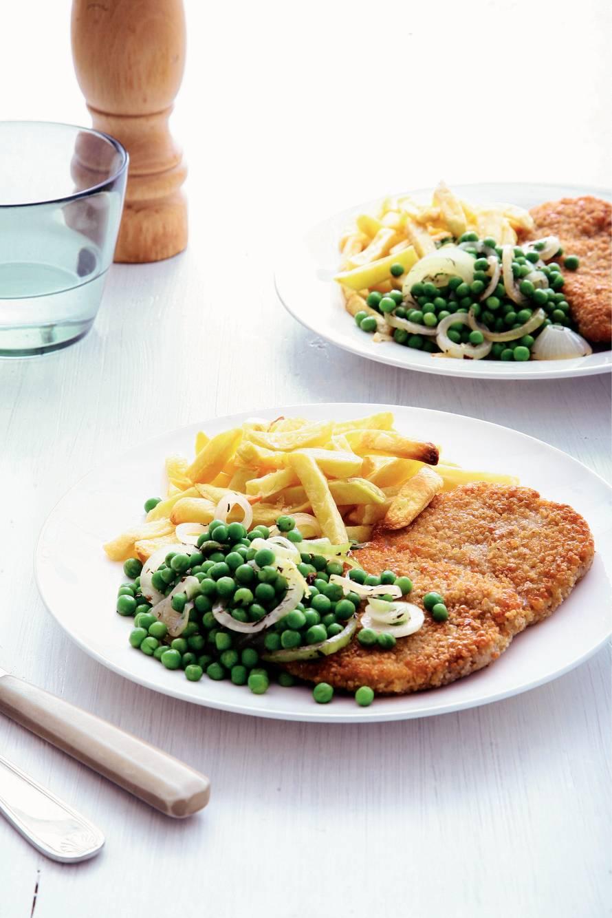 Schnitzel, frites en tuinerwten