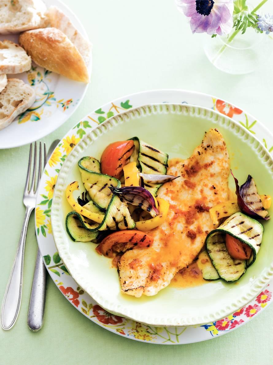 Visschotel met geroosterde groenten