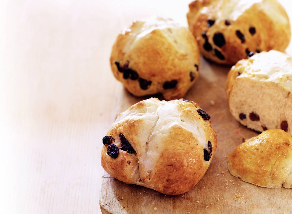 Hot cross buns (Engelse krentenbroodjes)