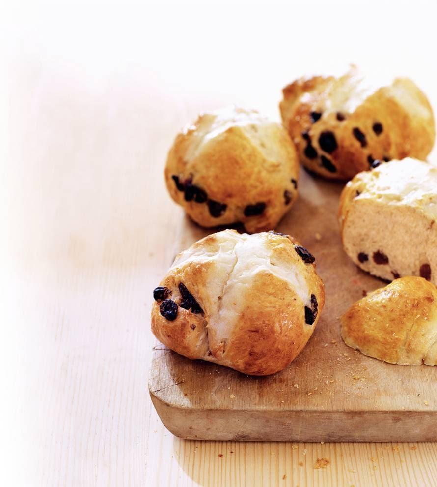 Hot cross buns (Engelse krentenbroodjes)
