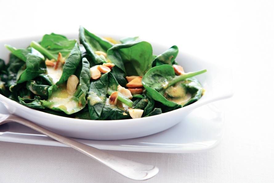 Lauwwarme spinaziesalade met mosterddressing