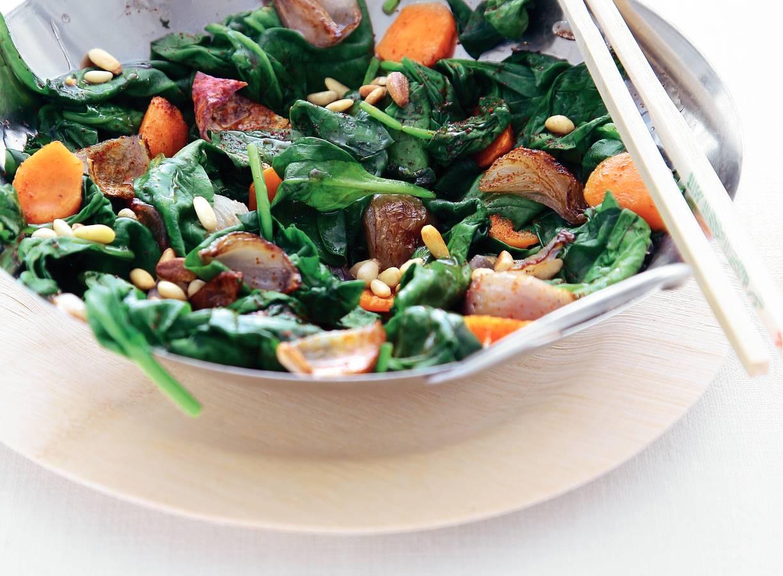 Roergebakken spinazie met wortel