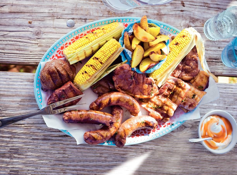 Mixed grill met aardappel en mais