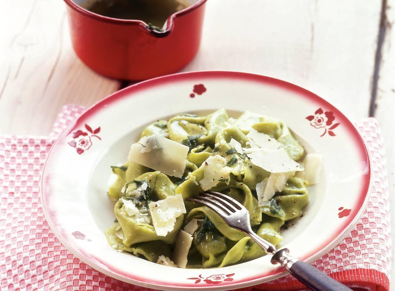Tortelloni verdi met salieboter en Parmezaanse kaas