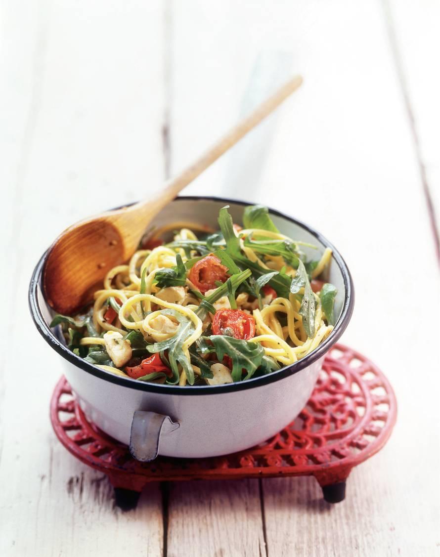 Spaghetti met tomaat, rucola en kappertjes