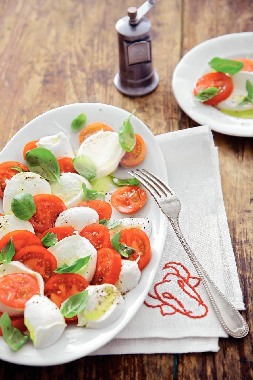 Salade van mozzarella en tomaat uit Campanië