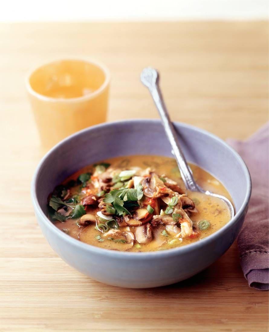 Stap-voor-stap tom yam kai (Thaise kippensoep)