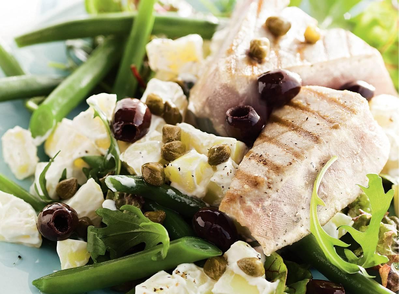 Salade met sperziebonen, aardappel en tonijn