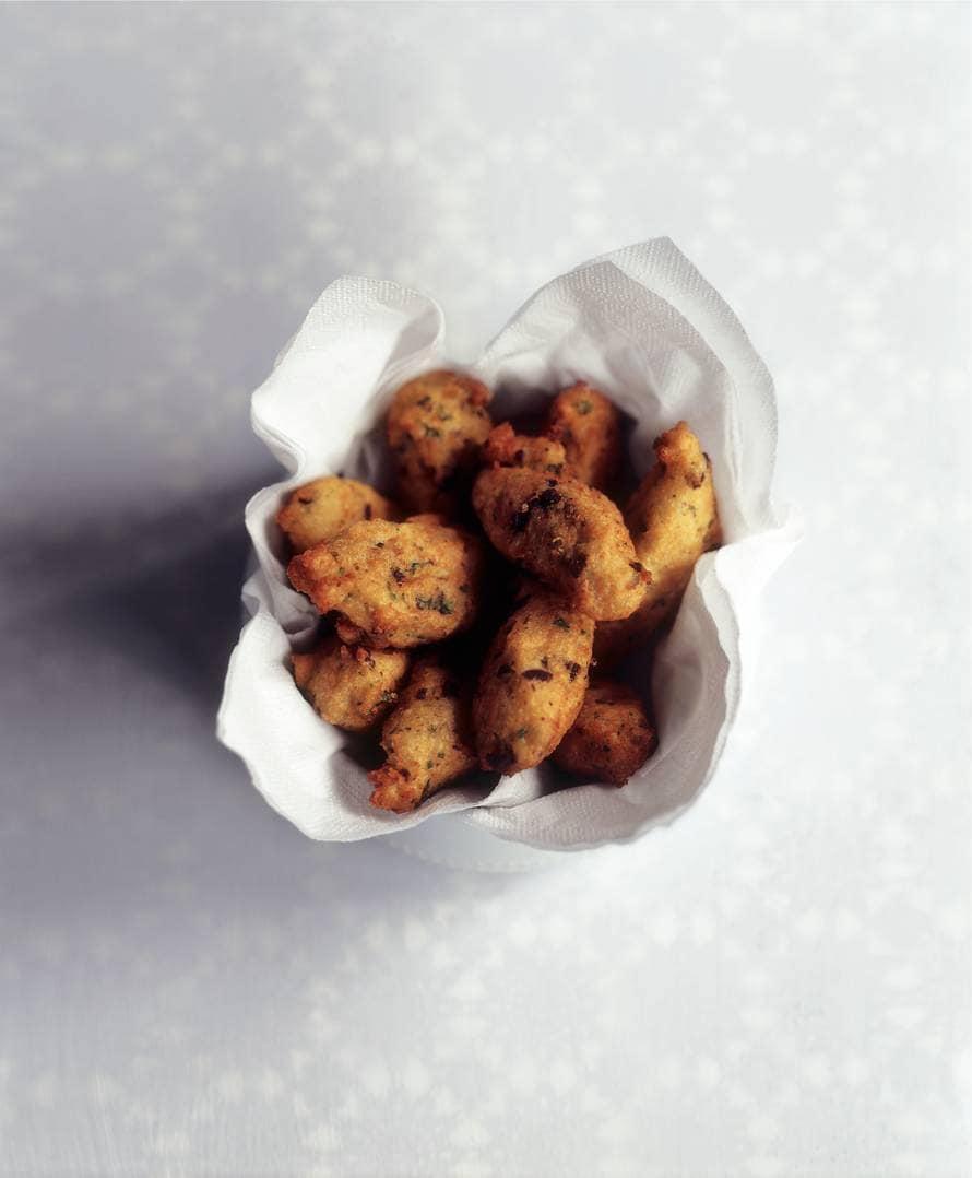 Gefrituurde olijf-aardappelsoesjes