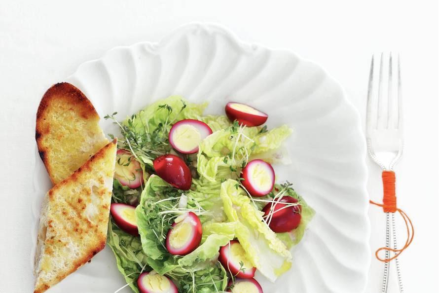 Salade van roze kwarteleitjes