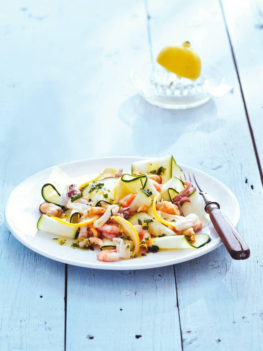Courgettesalade met fruits de mer