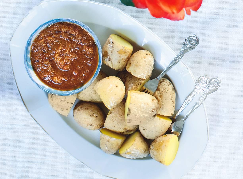 Aardappelen met kruidendip