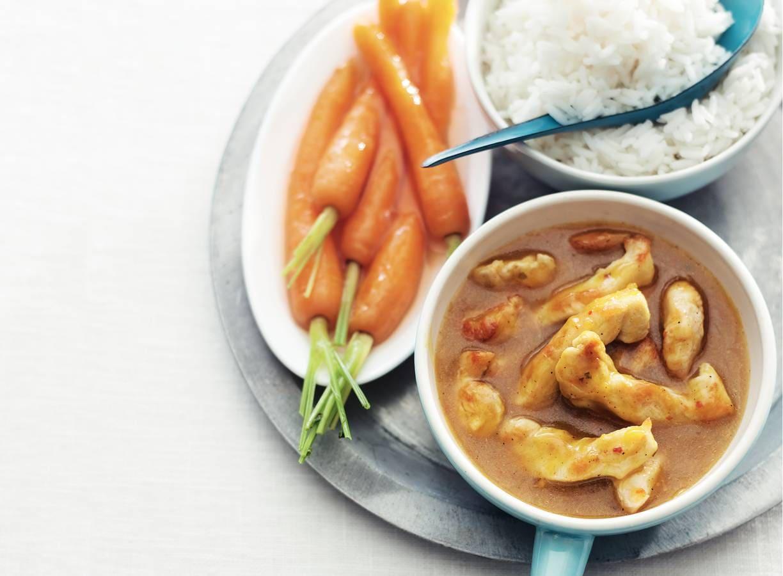 Gestoofde kip met wortelen en rijst