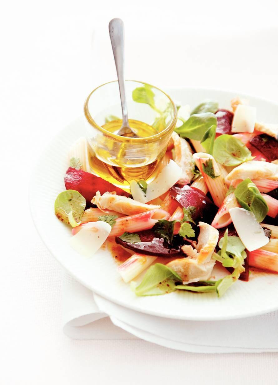 Salade van penne met bietjes en kip