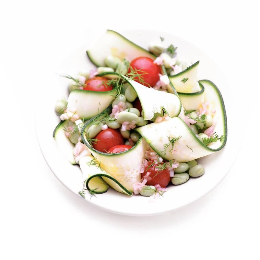 Gegrilde courgettesalade met tuinbonen